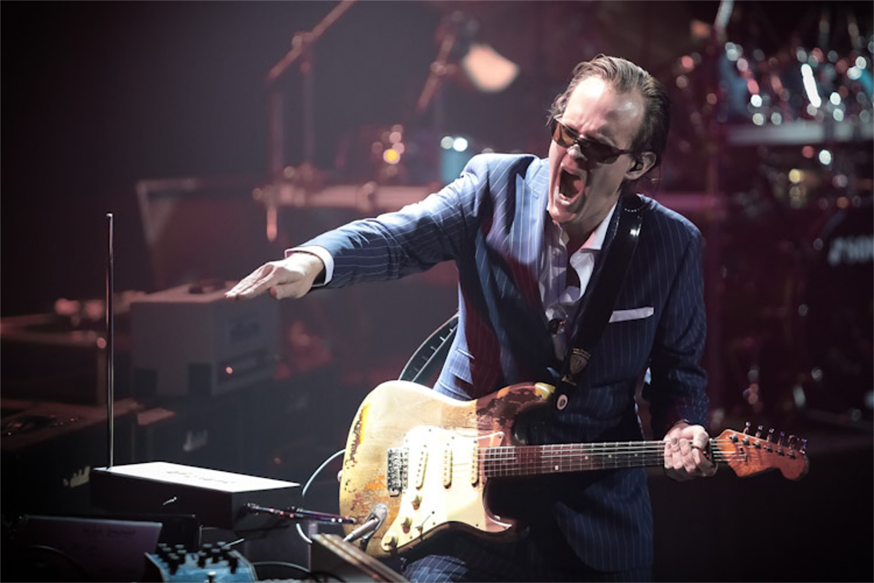 gig review joe bonamassa royal albert hall london 30 march 2013 get ready to rock. Black Bedroom Furniture Sets. Home Design Ideas