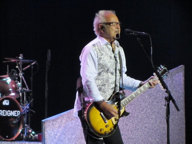 Foreigner - Manchester Apollo, 3 April 2014