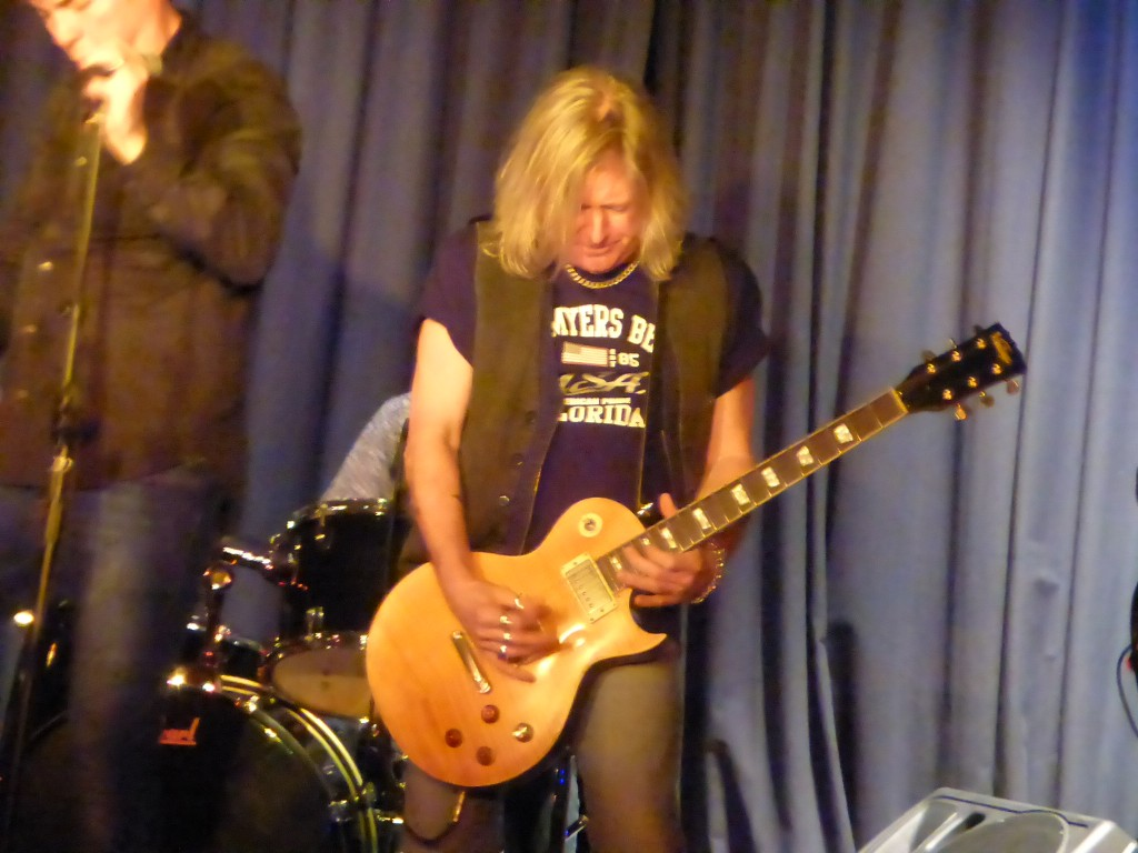 Dave Colwell - The Rock Den, Hatfield, 28 March 2015