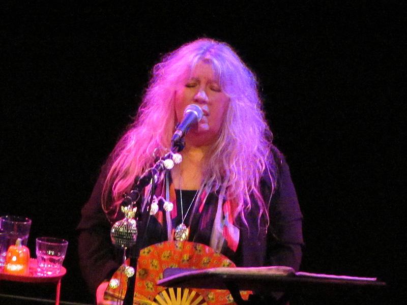 JUDIE TZUKE - The Met, Bury, 12 November 2015