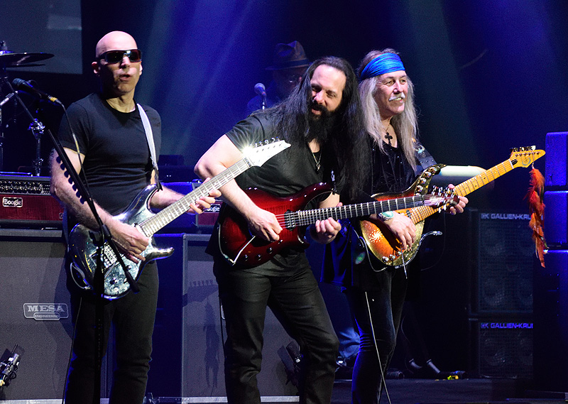 G3 2018 - JOE SATRIANI, JOHN PETRUCCI, ULI JON ROTH - Manchester Apollo, 27 April 2018