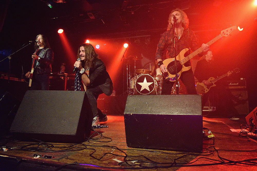 CATS IN SPACE - The Tivoli, Buckley, 20 December 2019